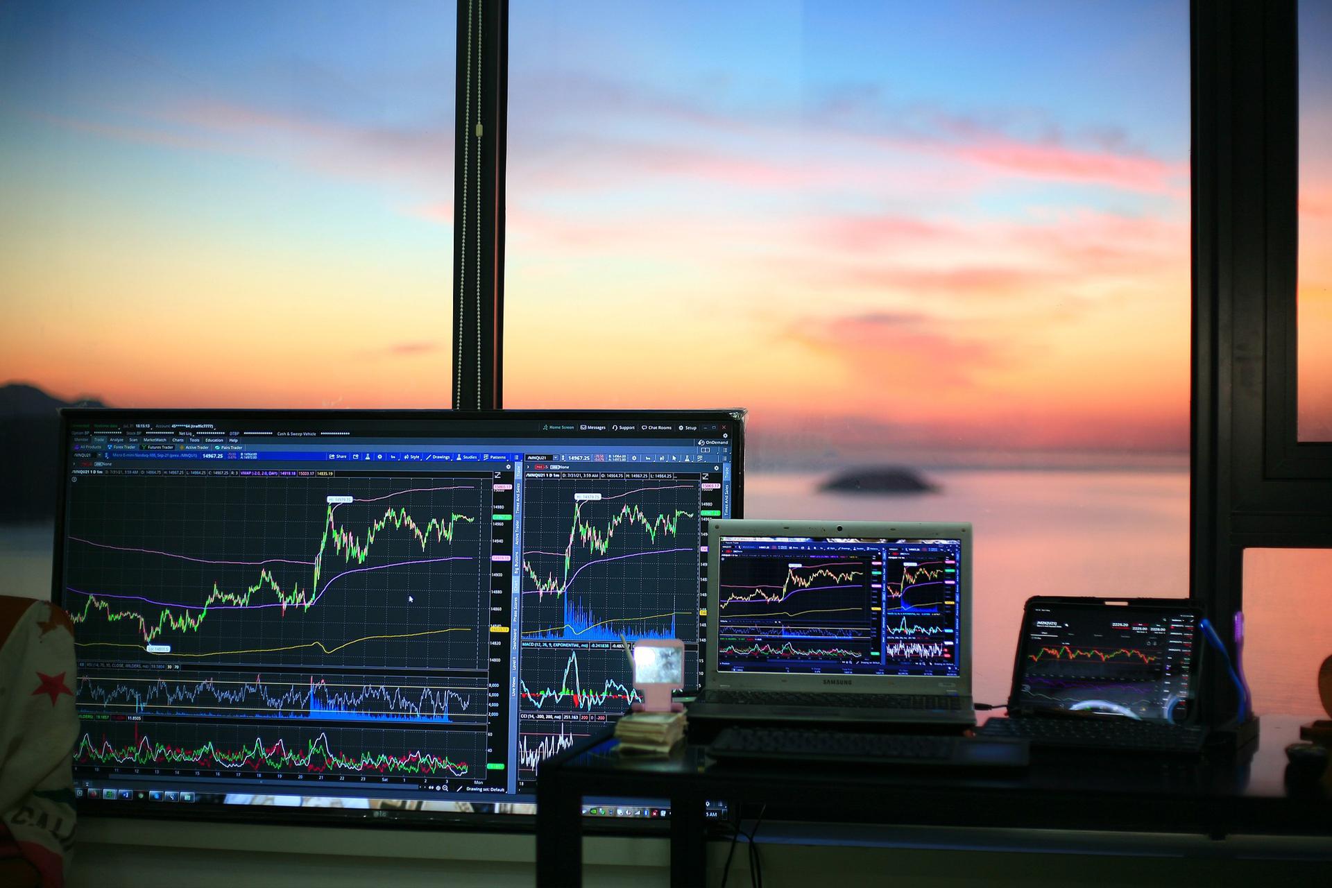 Тренды фондового рынка: акции каких компаний советуют купить эксперты?